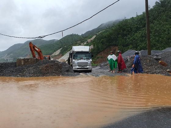 Nhiều địa phương ở Đà Nẵng ngập nặng do mưa lớn kéo dài ảnh 5