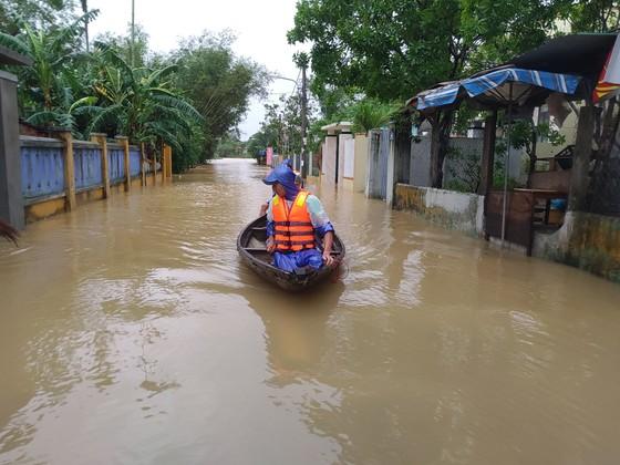 Đà Nẵng sơ tán gần 3.000 người do ảnh hưởng của mưa lũ và bão số 6 ảnh 3