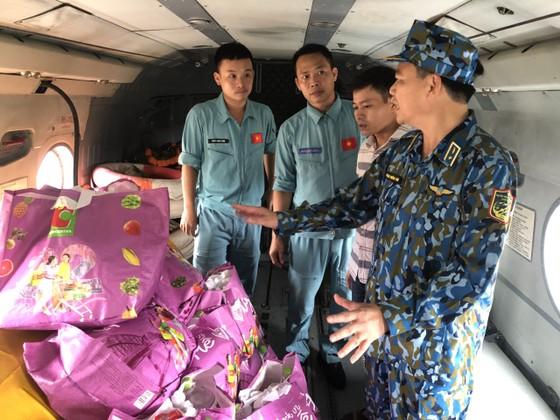 Trực thăng quân đội tham gia cứu nạn vụ sạt lở ở Thừa Thiên – Huế ảnh 1