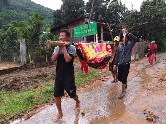 Toàn cảnh thảm họa sạt lở vùi lấp người ở Trà Leng, Trà Vân ảnh 15