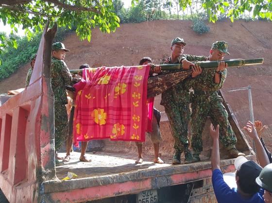 Toàn cảnh thảm họa sạt lở vùi lấp người ở Trà Leng, Trà Vân ảnh 16