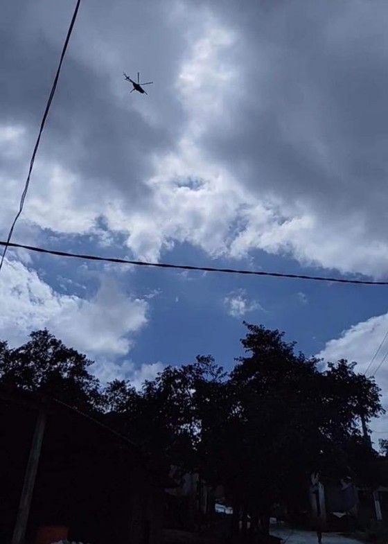 Trực thăng Mi-17 chuyển lương thực, thực phẩm tiếp tế cho người dân ở Phước Sơn (Quảng Nam) ảnh 18
