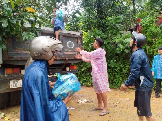 Quảng Nam hướng dẫn các tổ chức, cá nhân đến cứu trợ sau bão lũ ảnh 1