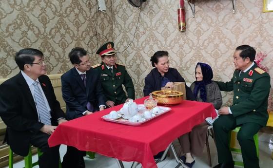 Chủ tịch Quốc hội Nguyễn Thị Kim Ngân làm việc với Bộ Tư lệnh Quân khu 5 ảnh 4