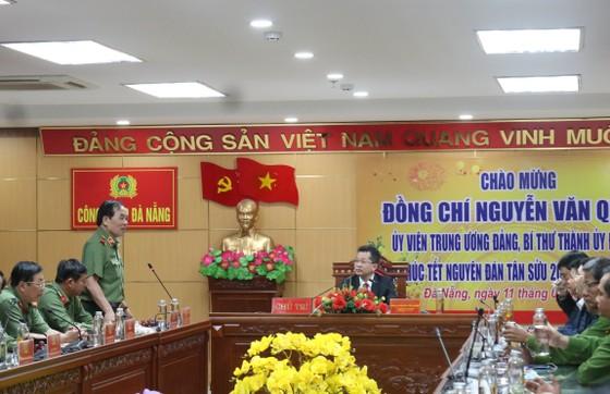 Lãnh đạo TP Đà Nẵng thăm và chúc tết các đơn vị trong đêm giao thừa ảnh 2
