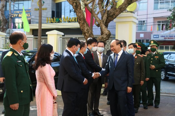 Thủ tướng Nguyễn Xuân Phúc: Việt Nam là một trong số ít các nước tăng trưởng dương trên thế giới  ảnh 4