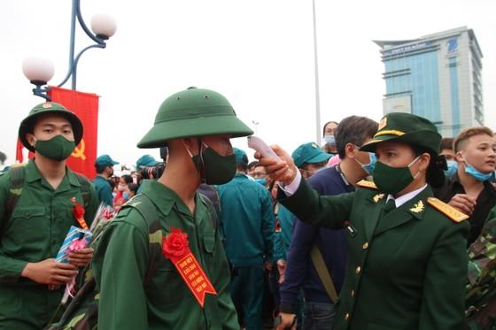 Hàng chục ngàn thanh niên miền Trung lên đường nhập ngũ ảnh 9