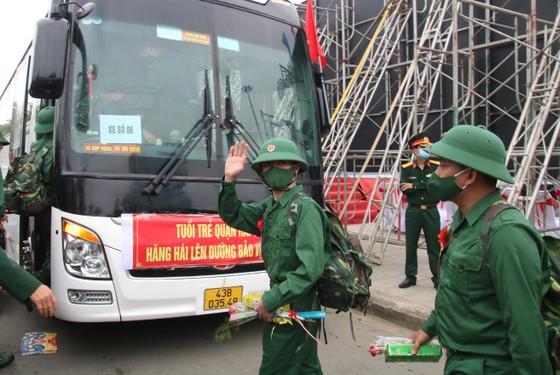 Hàng chục ngàn thanh niên miền Trung lên đường nhập ngũ ảnh 10