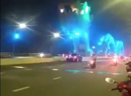 Công an Đà Nẵng làm việc với tài xế dừng xe giữa cầu Rồng để chụp ảnh  ảnh 1