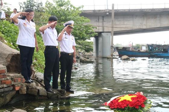 Dâng hương tưởng nhớ 64 anh hùng liệt sĩ Gạc Ma ảnh 10