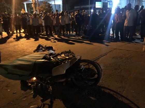 Ô tô tông liên tiếp nhiều xe máy, 2 người chết, 3 người bị thương ảnh 2