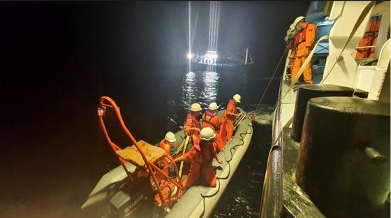 Cứu kịp thời một ngư dân nguy kịch trên vùng biển Hoàng Sa ảnh 1