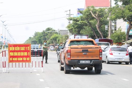 Xe chở khách từ vùng có dịch Covid-19 đến Quảng Nam chỉ được dừng ở 7 điểm ảnh 1