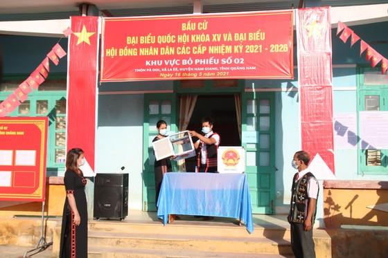Hàng ngàn cử tri vùng biên giới Quảng Nam đi bầu cử sớm ảnh 4