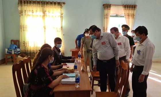 Hàng ngàn cử tri vùng biên giới Quảng Nam đi bầu cử sớm ảnh 5
