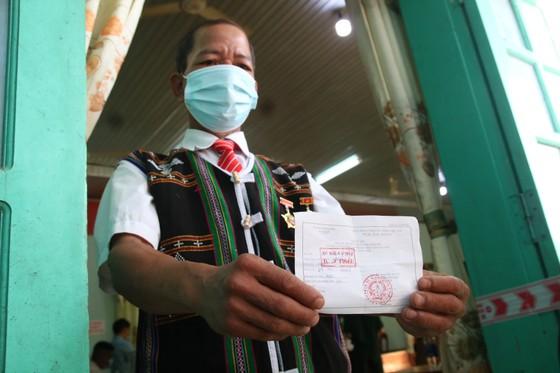 Hàng ngàn cử tri vùng biên giới Quảng Nam đi bầu cử sớm ảnh 9