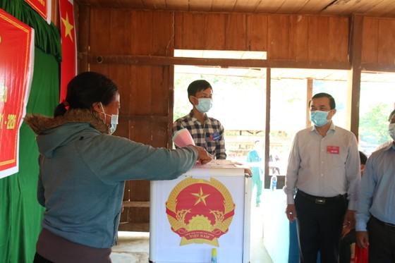 Hàng ngàn cử tri vùng biên giới Quảng Nam đi bầu cử sớm ảnh 8