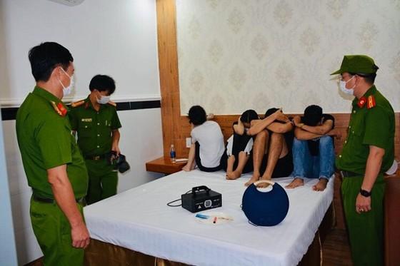 Quảng Nam: Phát hiện 20 đối tượng tụ tập sử dụng ma túy trong khách sạn ảnh 1
