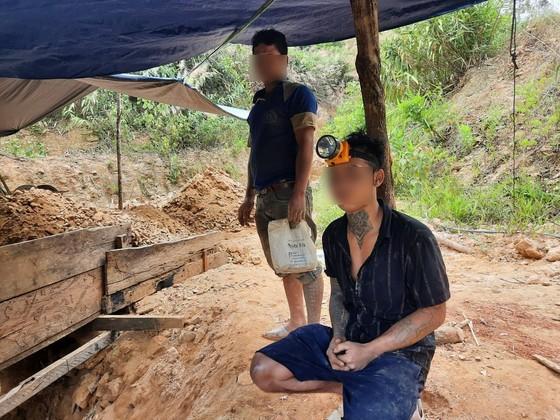 Quảng Nam: Đẩy đuổi hàng chục đối tượng khai thác vàng trái phép ở Phước Sơn ảnh 1