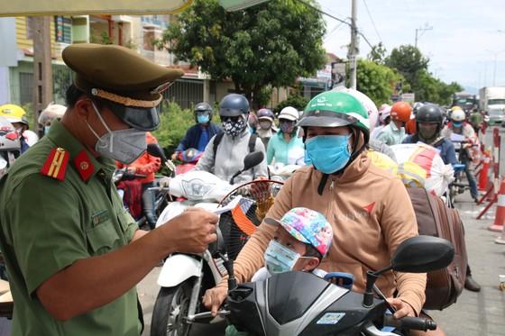 Hàng ngàn người dân Quảng Nam hối hả rời khỏi Đà Nẵng ảnh 5