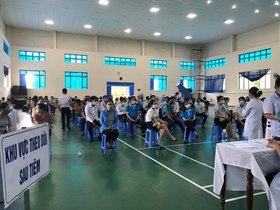 Tỉnh Quảng Nam yêu cầu Sở Y tế giải trình việc nhiều doanh nghiệp được ưu tiên tiêm vaccine  ảnh 2