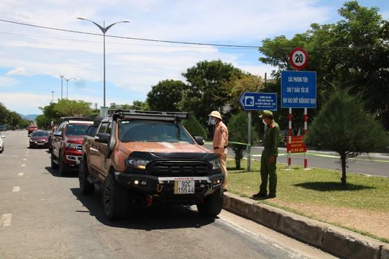 Người dân Quảng Nam gửi hàng hóa ra Đà Nẵng trước giờ 'ai ở đâu ở đó' ảnh 5