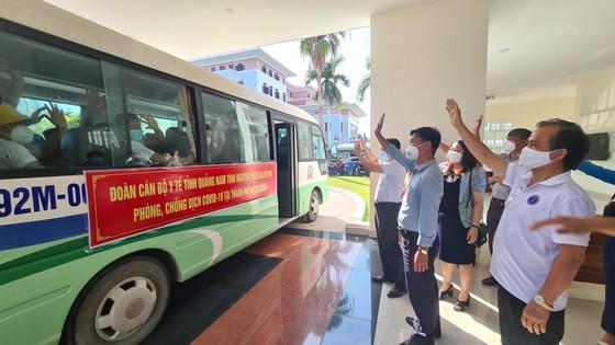 Nhiều địa phương miền Trung đưa đoàn y, bác sĩ tình nguyện tham gia hỗ trợ TPHCM chống dịch Covid-19 ảnh 10