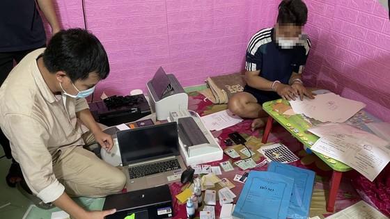 Triệt ᴘʜá đường dây làm giả giấy tờ quy mô lớn tại Quảng Nam và Quảng Ngãi