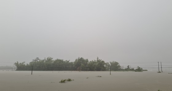 Nhiều nơi tại Quảng Nam bị ngập cục bộ do ảnh hưởng bão số 5 ảnh 1