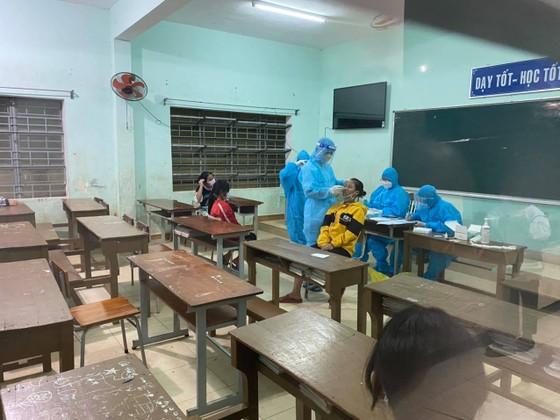 Quảng Nam: 17 học sinh và 1 cô giáo tại huyện miền núi Phước Sơn mắc Covid-19 ảnh 1