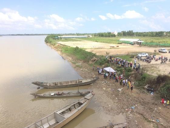 Phát hiện 3 thi thể trong một gia đình trên sông Thạch Hãn ảnh 1