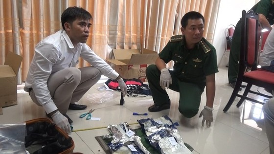 Triệt phá đường dây ma túy quốc tế, thu giữ gần 15 kg ma túy đá ảnh 2