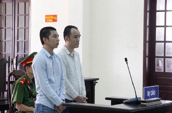 Đột nhập trung tâm y tế trộm xe biển xanh, 2 thanh niên lĩnh án 24 năm tù ảnh 1