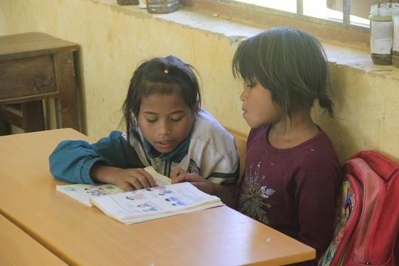 Nâng bước tới trường cho học sinh nghèo vùng biên ảnh 1