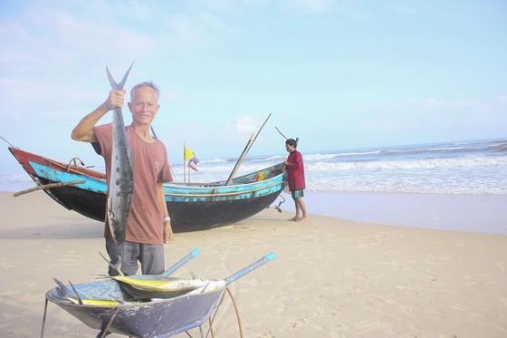 Ngư dân được mùa cá bè xước những ngày giáp tết ảnh 2