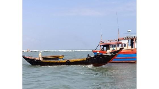 Cứu hộ thành công tàu cá cùng 10 ngư dân gặp nạn trên biển ảnh 1