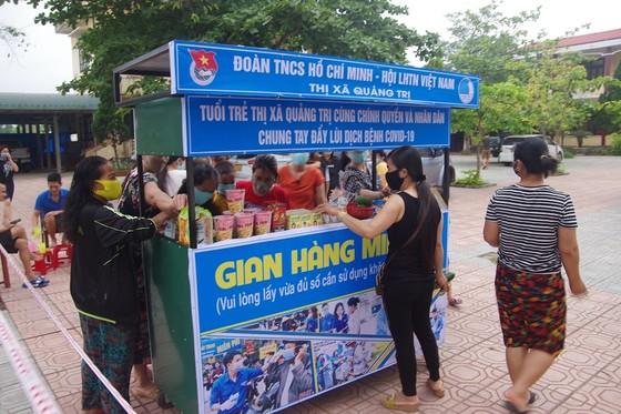 Gian hàng miễn phí bên trong khu cách ly tại Quảng Trị ảnh 1