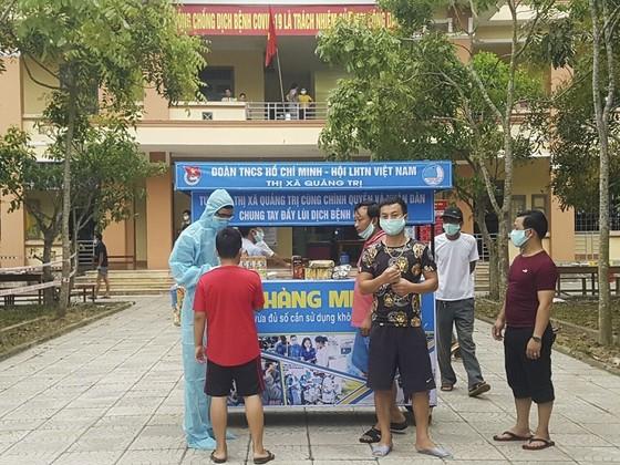 Gian hàng miễn phí bên trong khu cách ly tại Quảng Trị ảnh 2