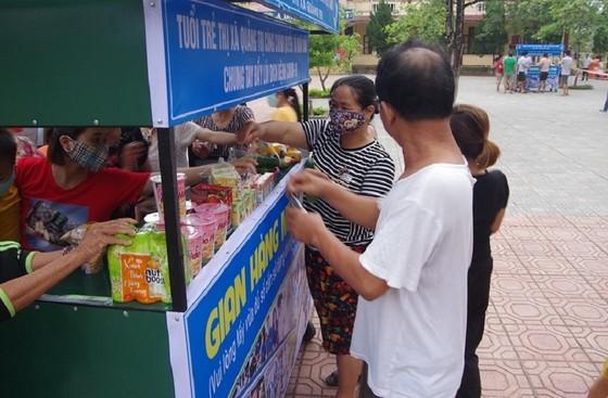 Gian hàng miễn phí bên trong khu cách ly tại Quảng Trị ảnh 3