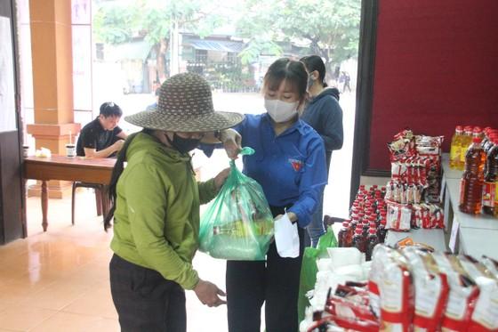Hàng ngàn suất lương thực, thực phẩm hỗ trợ miễn phí cho người nghèo ở Quảng Trị ảnh 5