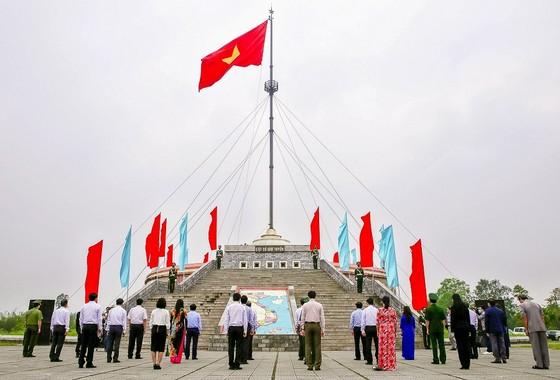 Lễ thượng cờ thống nhất non sông tại Đôi bờ Hiền Lương - Bến Hải ảnh 1