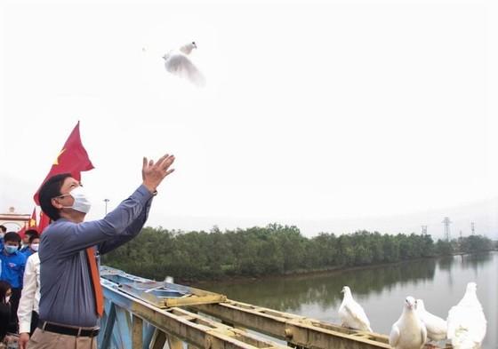 Lễ thượng cờ thống nhất non sông tại Đôi bờ Hiền Lương - Bến Hải ảnh 2