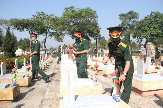 Quảng Trị: Tiếp nhận và an táng hài cốt liệt sĩ là quân tình nguyện, chuyên gia Việt Nam hy sinh tại Lào  ảnh 11