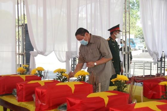 Quảng Trị: Tiếp nhận và an táng hài cốt liệt sĩ là quân tình nguyện, chuyên gia Việt Nam hy sinh tại Lào  ảnh 1