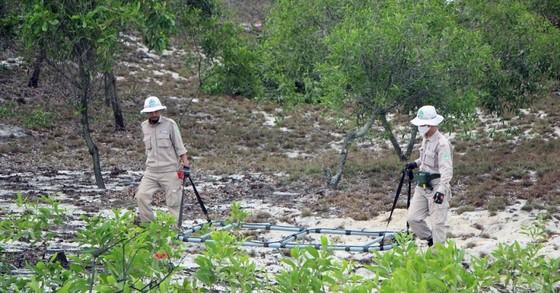 Phát hiện hầm đạn cối nằm trên đường dân sinh ảnh 2