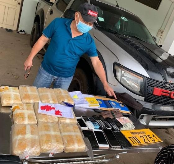 Bắt giữ 5 đối tượng người Lào vận chuyển 60.000 viên ma túy tổng hợp ảnh 1
