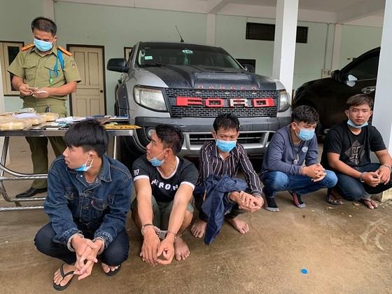 Bắt giữ 5 đối tượng người Lào vận chuyển 60.000 viên ma túy tổng hợp ảnh 2