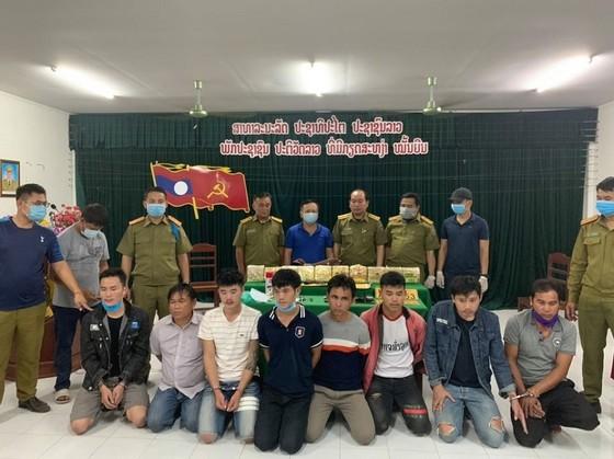 Bắt giữ 8 đối tượng vận chuyển 10 kg ma túy từ Lào về Việt Nam ảnh 1