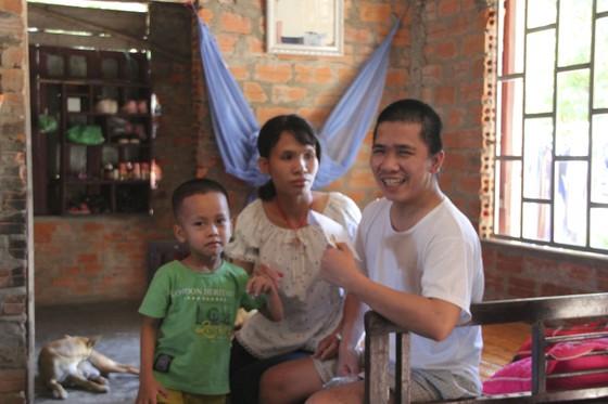 Trao tiền hỗ trợ cho gia đình gặp khó khăn tại Quảng Trị ảnh 1