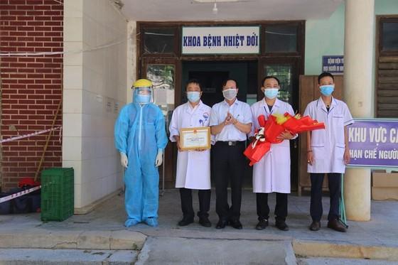 Thêm 5 bệnh nhân mắc Covid-19 ở Quảng Trị, Quảng Ngãi được xuất viện ảnh 1